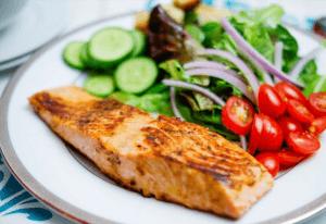 prato comida frango e salada
